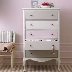 New Gray Painted Furniture Diy Drawers Ideas Furniture, Painted Drawers, Redo Furniture, Painted Furniture, Gray Painted Furniture, Repainting Furniture, Decorating Updates, Upcycled Furniture, Furniture Inspiration