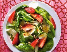 Nietypowo i dla poszukujących nowych smaków: #Salatka z młodego #szpinaku z #truskawkami i octem balsamicznym