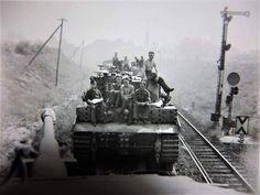Tiger 1 tanks along with their crews being transported by ordinance train Railway Gun, Trains, Warring States Period, Rail Transport, Military Armor, Tiger Tank, Ww2 Tanks, Korean War, Panzer