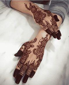 Pretty Henna Designs, Henna Designs Feet, Floral Henna Designs, Henna Tattoo Designs Simple, Finger Henna Designs, Arabic Henna Designs, Back Hand Mehndi Designs, Beginner Henna Designs, Latest Bridal Mehndi Designs