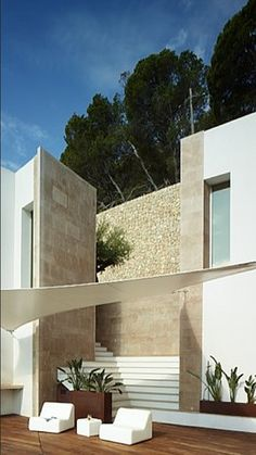 Villa De Rosen in Cap Formentor, Mallorca. If Brancusi designed a porch. Houses Architecture, Residential Architecture, Amazing Architecture, Contemporary Architecture, Interior Architecture, Modern Exterior, Exterior Design, Interior And Exterior, Outdoor Spaces