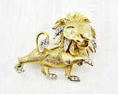 Vintage Gold Lion Brooch Pin, Crystal Rhinestone Lion Brooch, Gold Cat Brooch,1970s Animal Figural Jewelry, Gift for Her Mom Grandma