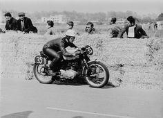 PHOTOS de COURSES 1950 / 1960 – Le Blog de François Fernandez Manx, Bugatti, Harley V Rod, Bmw Motorcycles, Sportbikes, Scrambler, Custom Bikes, Courses, Bobber