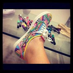 i painted my shoes. Didn't draw on them like this, but it still looks cool Stilettos, Crafts To Do, Crafts For Kids, Diy Crafts, Uggs, What's My Favorite Color, Rainy Day Crafts, Tie Dye, Shoe Art