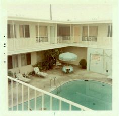 This particular fiberglass pool is honestly a remarkable design principle. Hotel Motel, Summertime Sadness, Relax, Film Photography, Vintage Photos, Vintage Photographs, Retro Vintage, Vintage Travel, Mid-century Modern