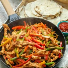 Easy Chicken Fajitas {30 Minute Meal} -Spend With Pennies Soup Recipes, Salad Recipes, Cooking Recipes, Healthy Recipes, Chicken Recipes, Dinner Recipes, Dinner Ideas, Healthy Foods, Pizza