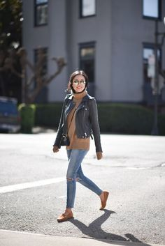 Navy & Camel - Loafers Outfit - Ideas of Loafers Outfit - LOVE this outfit but prefer skinny without distressed look. LOVE the loafers leather-jacket-loafers-outfit Style Désinvolte Chic, Style Casual, Casual Chic, Loafers For Women Outfit, How To Wear Loafers, Loafers Women, Classic Leather Jacket, Leather Jacket Outfits, Navy Leather Jacket