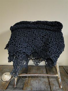 DIY country afghan square. via Laura's Frayed Knot. Pretty..