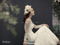 Vivid wedding photography pictures - attain beautiful plans out of this photo summary. Bridal Portrait Poses, Bridal Poses, Bride Portrait, Pre Wedding Photoshoot, Bridal Shoot, Wedding Poses, Wedding Dresses, Bridal Photography, Photography Hacks