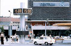 Suhl, DDR: Straßenszene mit dem Kaufhaus CENTRUM, 1979