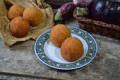 Arancini alla norma l'evoluzione dell'arancino/a con l'aggiunta della melanzane per uno street food da tradizione ancora più buono!