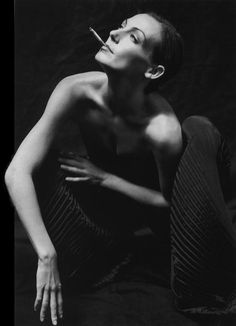 See Ute Lemper pictures, photo shoots, and listen online to the latest music. Boudoir Pics, Photography Women, Looks Cool, Textured Hair, Free Photos, Acting, How To Memorize Things, Singer, Black And White