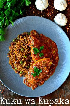 A simple Kenyan chicken recipe; Kuku wa Kupaka, with enourmous character and flavor will have you eating 71 plates before you're satisfied! Paleo Chicken Recipes, Cooking Recipes, Entree Recipes, Dinner Recipes, Dinner Ideas, Kenya Food, Turkey Curry, Oriental, How To Cook Chicken