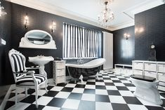 This gallery of black and white bathroom ideas showcases a designs in a variety of styles. When decorating your bathroom with black and white its important to create the right balance to ensure the room is not too dark or overwhelming to the senses. Here are some popular ways interior designers...