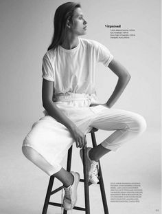 9 Minimal Chic Neutral Looks // white tee, cross-front cropped pants & classic sneakers #style #fashion #editorial