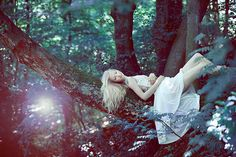 Love this! Into the wild tree/forest photoshoot!