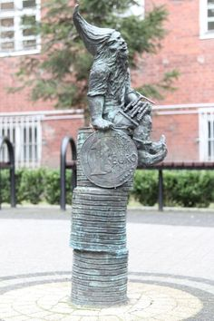 Ekonomek, Komandorska 118/120, Uniwersytet Ekonomiczny budynek A1; autor: Beata Zwolańska–Hołod