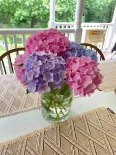 English Flower Garden, Hydrangea Garden, Glass Vase, Flowers, Home Decor, Decoration Home, Room Decor, Royal Icing Flowers, Home Interior Design