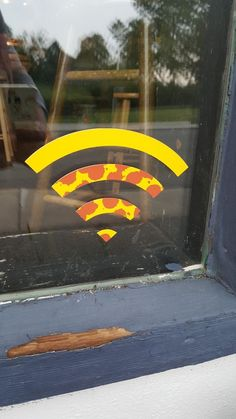 This WiFi Signal Looks Like A Piece A Pizza At My Hometown's Pizzeria – Calculating Infinity Italian Restaurant Decor, Pizza Restaurant, Restaurant Interior Design, Pizza Pizzeria, Pizza Logo, Pizza Branding, Logo Pizzeria, Pizzeria Design, Solo Pizza