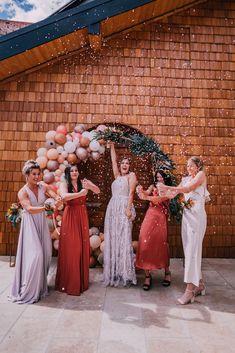maßgeschneidertes Hochzeitskleid, fließendes Brautkleid mit 3D Spitze, Perlenbestickte Spitze, / Foto: www.pixellicious.at Bridesmaid Dresses, Wedding Dresses, 3d, Bridal, Fashion, Photos, Wedding Dress, Lace, Ruffles Bridesmaid Dresses