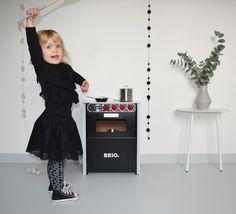 Infantum Victoria, black lace, lace, brio kitchen, brio, toys, kitchen toy, converse, black converse