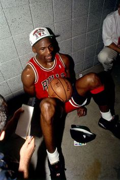 Michael Jordan wearing the Air Jordan 8