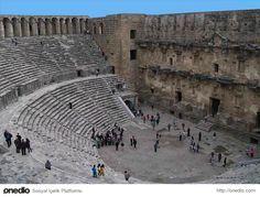 Aspendos-Köprüçay  nehrinin yanında kurulmuş olan Aspendos, muhteşem antik anfi-tiyatrosuyla dünyaca tanınmaktadır. Her yıl binlerce yerli, yabancı turist Aspendos'u gezmektedir. Antik tiyatro ayrıca konserler, etkinlikler için halen kullanılmaktadır.