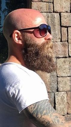 Dress up your t-shirt with a beard. View the best mens ha. Shaved Head With Beard, Bald With Beard, Bald Men With Beards, Badass Beard, Epic Beard, Long Beard Styles, Hair And Beard Styles, Great Beards, Awesome Beards