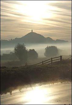 Mists of Avalon around Glastonbury Tor, Somerset Samhain, Mabon, Beltane, Die Nebel Von Avalon, Monuments, Glastonbury Tor, Glastonbury England, Mists Of Avalon, Picture Places