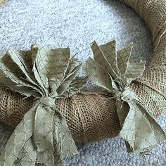 The easiest & fastest, most gorgeous Burlap Rag Wreath, ever! Diy Yarn Wreath, Easy Burlap Wreath, Sunflower Burlap Wreaths, Burlap Flowers, Tulle Wreath, Burlap Crafts, Wreath Crafts, Tree Crafts, Wreath Ideas