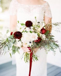 Repost via @stylemepretty... If you're looking for a gorgeous wedding planned on a budget then this is a must-see!  Head over to @stylemepretty's Southeast blog to see more! Dress: Chesney by #MaggieSottero : @alisaferris #bouquet #bridalbouquet #weddingstyle #weddinginspiration #dramaticweddingpalette #budgetbride #beautifulbride #weddingideas #weddinginspo #Alamango #Bridal #Textiles #Wedding #AlamangoBridal #AlamangoTextiles #Malta #LoveMalta #Bridesmaid #WeddingDress