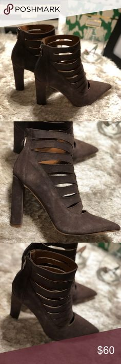 💜🔥Steve Madden🔥💜 boots/heels! Size 10. Only worn once. Sexy Steve Madden boots/heels! Size 9.5 . I wear 8 1/2 and 9 and these fit me! Steve Madden Shoes Heels