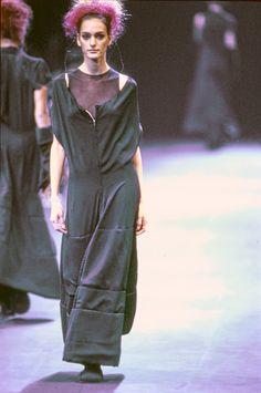 f7b53b2f70b Comme des Garçons Fall 1992 Ready-to-Wear Fashion Show