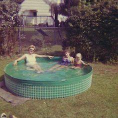 Suburban Summer vintage pileta foto circulo