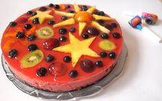 Diese Torte vereint alles, was sich Kinder- und auch die meisten Erwachsenenherzen normal so wünschen: einen Schokokuchen, Puddingcreme und natürlich was schönes buntes obendrauf!