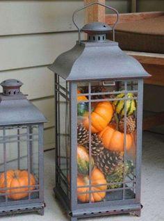 Decorazioni d'autunno per la casa - Lanterne riempite con zucche e pigne
