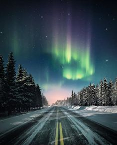 Lapland, Finland - The Ultimate Holiday Travel Bucket List - Photos Northern Lights Wallpaper, Lit Wallpaper, See The Northern Lights, Lapland Finland, Night Photos, Cool Backgrounds, Natural Phenomena, Nymph, Night Skies
