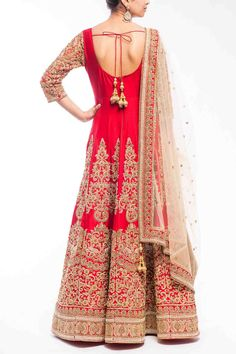 Find wide range of fashion jewellery, imitation, bridal, artificial, beaded and antique jewellery online. Buy imitation jewellery online from designers across India. Pakistani Bridal Lehenga, Anarkali Lehenga, Pakistani Couture, Long Anarkali, Anarkali Suits, Punjabi Suits, Indian Couture, Collection Eid, Desi Clothes