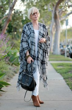 This lightweight plaid wrap from @eileenfisherny is an instant outfit maker. Love the softness and movement, and especially the plaid! - une femme d'un certain âge