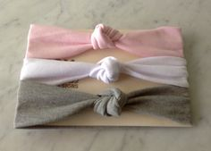 Nudo de turbante diadema Baby Pack en rosado, blanco y gris, Jersey bebé diadema, JerseyHeadband, regalo del bebé niña, cinta sólida