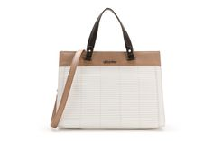 Contrasting two-tone bag with small handles. It includes a shoulder strap and practical interior pockets.