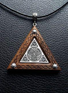 Todchic, Magische Zauberwelt, Holz, Amulett, Triskilian der drei Himmelsrichtungen, Dreifaltigkeit