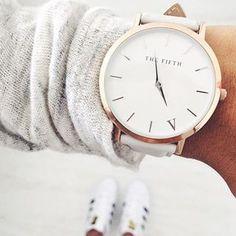 Betone das V! Für einen ganz charmanten Einsatz, trägst du diese tolle Uhr mit einem V-Neck Oberteil. :) #watch #wightwatch #vwatch | Stylefeed
