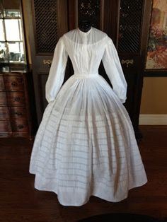 Dressed in Time: HSF #4: Embellish - Tucks, information on fitting a bodice.