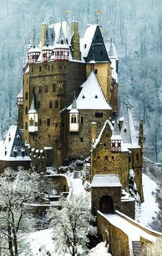 Castle Burg Eltz is a medieval castle nestled in the hills above the Moselle River between Koblenz and Trier, Germany. It is still owned by a branch of the same family that lived there in the century, 33 generations ago. Places Around The World, Oh The Places You'll Go, Places To Visit, Around The Worlds, Beautiful Castles, Beautiful Buildings, Beautiful Places, Stunningly Beautiful, Chateau Medieval