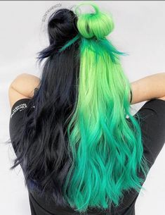 Image in hair🌹💯 collection by on We Heart It Hair Color Streaks, Hair Dye Colors, Hair Color For Black Hair, Neon Green Hair, Weird Hair Colors, Black And Green Hair, Green Hair Girl, Green Hair Colors, Green Nails