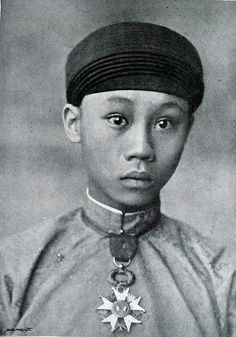 1900: La majesté Thanh Thai, roi d'Annam et du Tonkin    Thành Thái, vua xứ An Nam và Bắc Kỳ.
