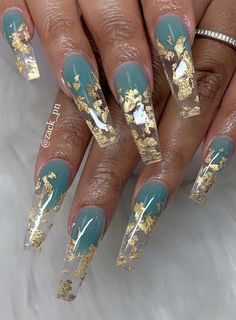 Best glitter nail designs 2019 Looking for something bling something extra glam to complete your outfits? Why not consider nail art with glitter! Whether coffin nails, short nails, almond. Ongles Bling Bling, Bling Nails, Bling Nail Art, Summer Acrylic Nails, Best Acrylic Nails, Acrylic Nails Stiletto, Coffin Nails Ombre, Silver Glitter Nails, Glitter Nail Art