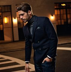 Another example of how grey and blue go well together. The wool fabric of both the turtle neck sweater and double breasted jacket give a nice consistency. Suit Fashion, Look Fashion, Mens Fashion, Turtleneck And Blazer, Double Breasted Jacket, Well Dressed Men, Roll Neck, Gentleman Style, Mens Clothing Styles