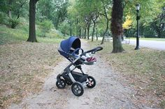 High carry cot and stroller seat position brings the baby closer to mum and dad. 3 parent facing positions: sleep, rest and active, and 2 forward facing positions: rest and active. Stokke Trailz All Terrain Stroller